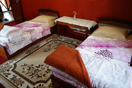 Lalu's Homestay - Bed & Breakfast