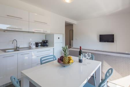 Apartment Kampor-Iva - Appartamento