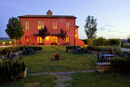 Farmhouse: Florence and Montecatini - Appartement
