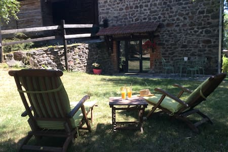 holiday cottage in rural Auvergne - Ev