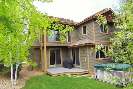 Modern, spacious Teton Valley Townhome - Townhouse