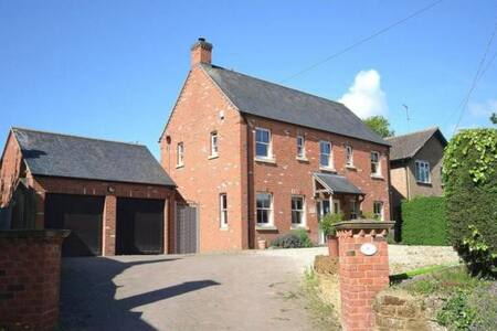 Lovely large 6 bdrm house ideal for Silverstone F1 - Kislingbury - Casa