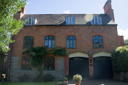 Grade II listed 18th c. Coach House - Ledbury