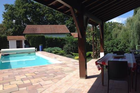 Grande maison basque jardin piscine - Urcuit - Ev