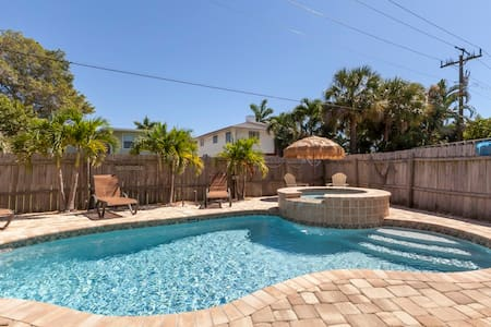 Island Charm Relaxing Pool Home - Fort Myers Beach - House