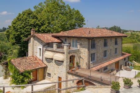 Agriturismo Wine&Relax - Camera Tripla - Acqui Terme - Bed & Breakfast