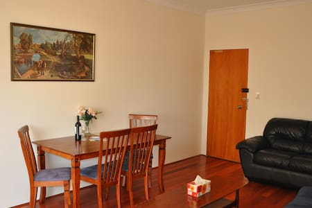 Sydney South Kogarah 2 bedroom apartment + balcony - Kogarah - Flat