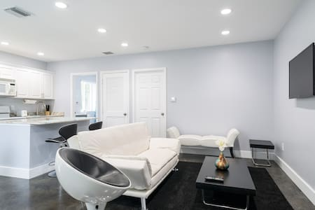MODERN NEW 1BR HOME NEWLY REDONE !! - Hollywood