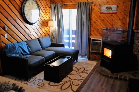 Gorgeous, Sleeps 6, Lowest Price!! - Mammoth Lakes - Condominium