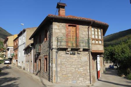 Casa rural en la montaña leonesa de cuatro valles - Huergas de Gordón - Hus
