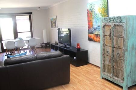 Suffolk Villa 3 bedroom Fremantle - Fremantle
