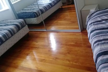 Share with others girl,female only! - Burwood - Bed & Breakfast
