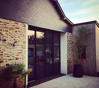 Maison de charme près hippodrome - Chambre ROUGE - Thorigné-d'Anjou - House