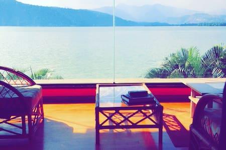 Beautifull Lake House at Amati ;) - Rumah