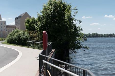 Wohnen am Wasser - in Potsdam und nah an Berlin - Apartment
