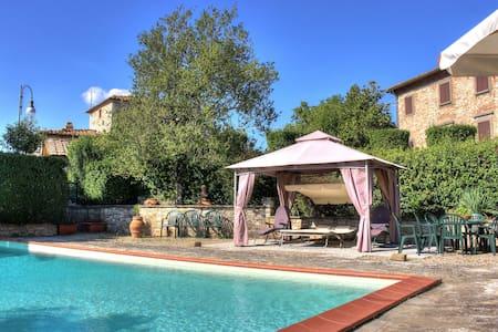 Villa in the heart of Tuscany, Chianti Classico. - Maison