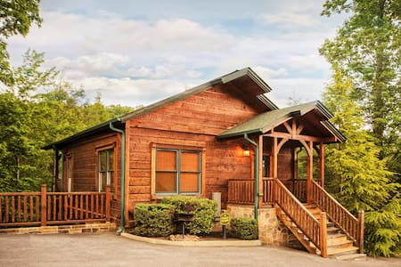 Luxury 1 Bedroom 2 Story Cabin in Gatlinburg Falls - Gatlinburg - Cabane