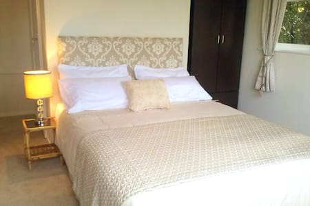Spacious,Suuny and Self conatined - Auckland - Bed & Breakfast