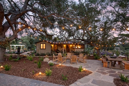 Storybook Montecito Cottage - Монтесито
