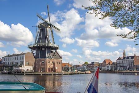 City center house in quiet street-Adriaan Haarlem - Ev
