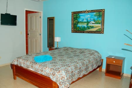 Queen room with private entrance - Bed & Breakfast