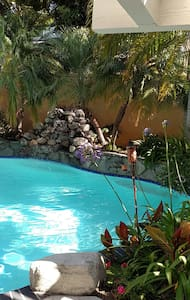 Tropical Pool Paradise - Lake Forest - Casa