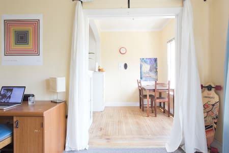 Bright, Clean, Shared Studio Apartment in Berkeley - Berkeley - Lejlighed