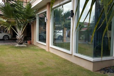 Nova Homestay Sitiawan - House