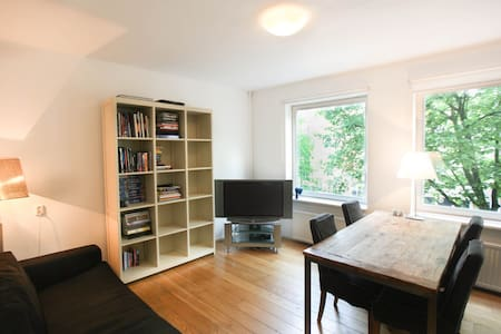 Beautiful Canal View Apartment With Balcony! - Amsterdam - Apartment