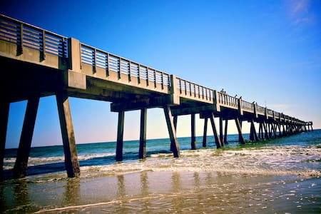 Walk to the Beach, relax and hang out like a local - Jacksonville Beach - Apartment