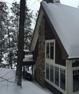 Canadian Executive Lake Home - Dům