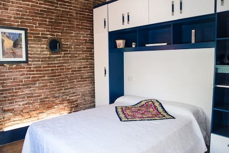 Double room 15' to Airport and Girona city center. - Hus
