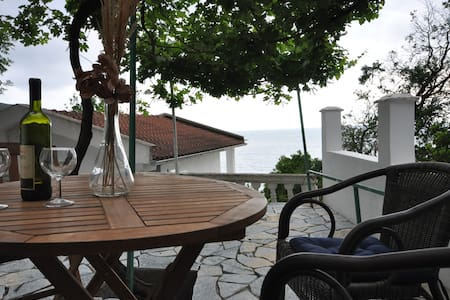 A comfortable house in Adriatic sea - Montenegro Kkruche