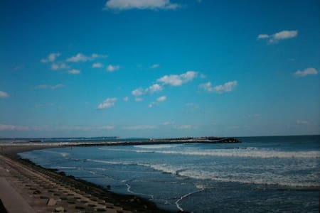 初日の出  wiFi  一人旅  BBQ  グループ サーフィン、海鮮料理、バイク ツーリング、 - Huis