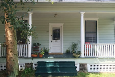 Spacious Downtown Rm/Bath on Pleasant St - Gainesville - House