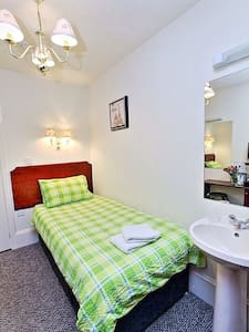 Room 6 - Non Ensuite Single Room - Aberdeen