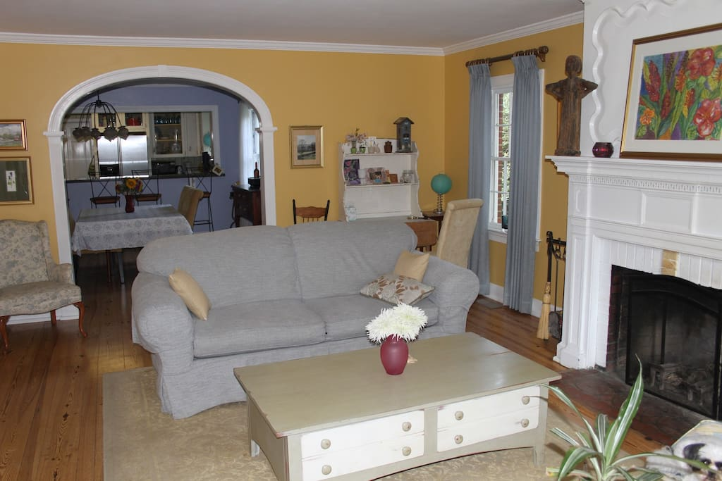 BEAUTIFUL HOME steps from DT Easton
