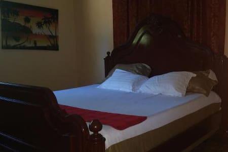 Royal Lily Room @ LeDubourg GH - Casa