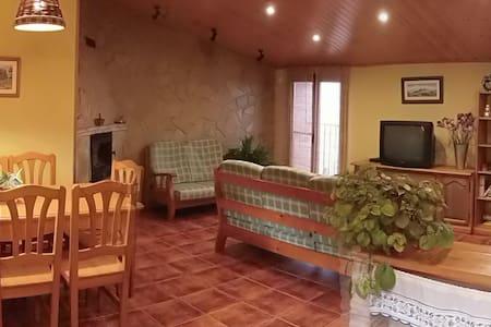 Casa de pueblo cómoda y acogedora. - Rumah