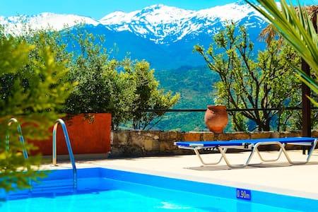 Anna-Malai Traditional Cretan Villa - Chania /  Megála Khoráfia