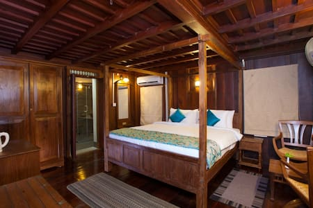 El Oceano Honeymoon Suite @ Marari - Bed & Breakfast