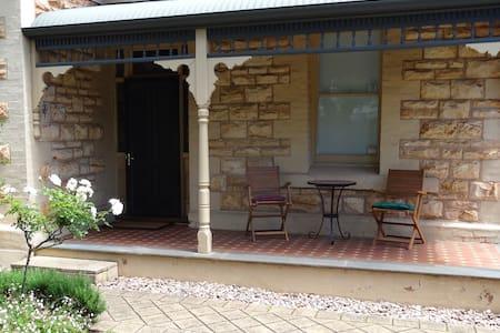 Lovely classic Adelaide villa in city fringe - Parkside - House