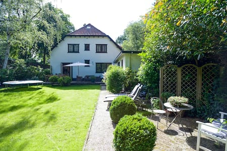 Villa with garden 20 km from Amsterdam - Laren