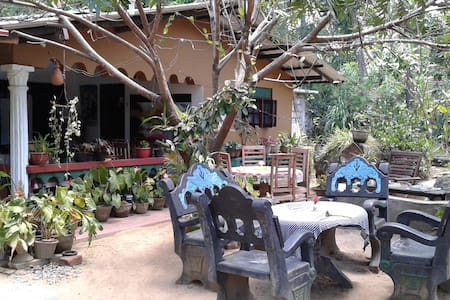 Anura B&B Family NonAC Room Close to Sigiriya Rock - Sigiriya - Haus