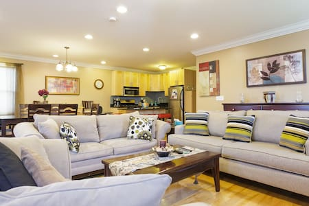 Spacious Apartment Near the Subway - Boston - Apartment