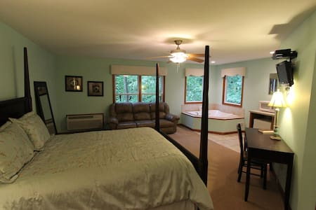 Serenity Suites Room 2 - Middlebury - Szoba reggelivel