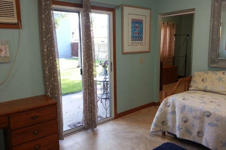 Two Room Guest Suite in a Fly-In Community - Port Orange - Chambres d'hôtes