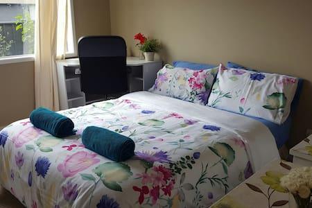 Peaceful & quiet modern bedroom(2) - Cranbourne North - Hus