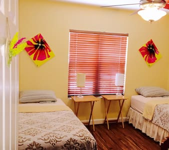 Beautiful Sunny Bedroom - Buena Park - House