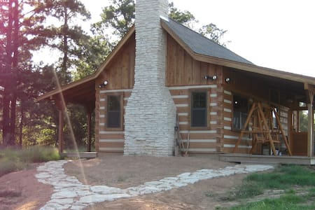 Log cabin on a ranch- come unplug with us! - Clarksville